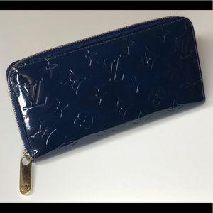 Louis Vuitton Vernis Zippy in Grand Bleu (blue)